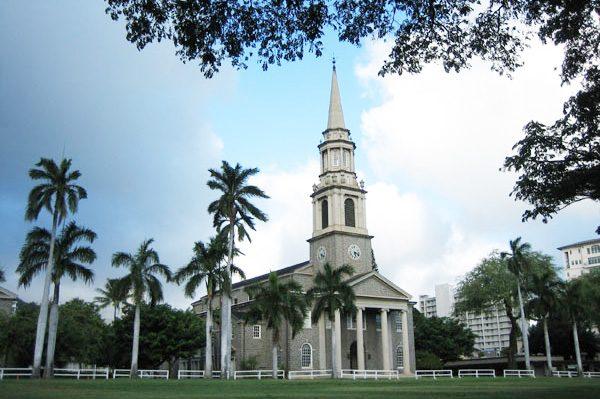 セントラル・ユニオン教会 | Central Union Church Sanctuary 大人ウェディング ハワイ マウイ ニューヨーク 海外挙式 カマアオレ・ウェディング